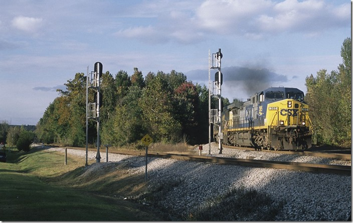 CSX 385-7521 comes south off the Earlington Cutoff with 87-car Q645 (Chicago-Nashville).